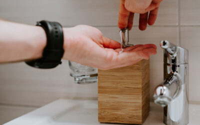 How To Keep Your Hands Both Sanitary And Moisturized